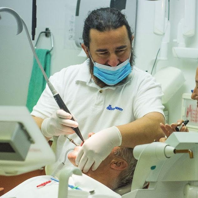 Zahnbelags und Zahnsteins